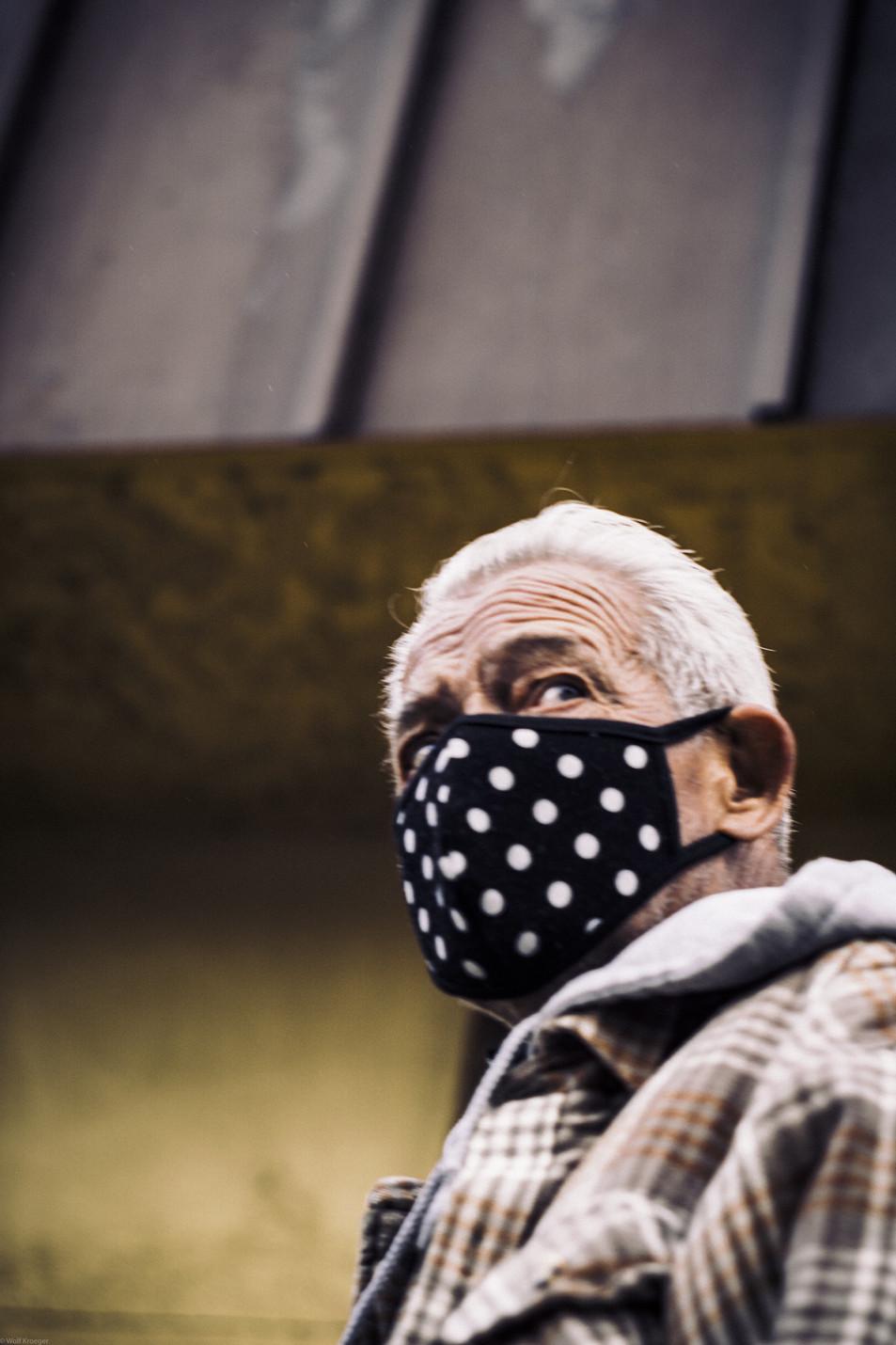 Scenes-Polka dots mask worn by an od-tim