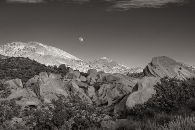 Landscapes-Moon over Vasquez Rocks (taku