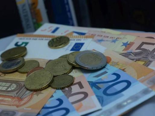 Ημέρα πληρωμών σήμερα-Ποιοι θα δουν χρήματα στους τραπεζικούς λογαριασμούς τους