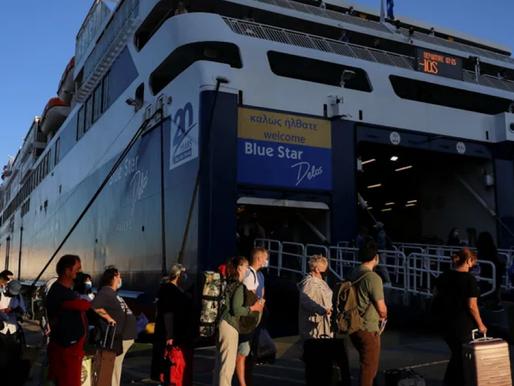Χαμός στο λιμάνι του Πειραιά- Φεύγουν για τα νησιά μετά την άρση απαγόρευσης των μετακινήσεων