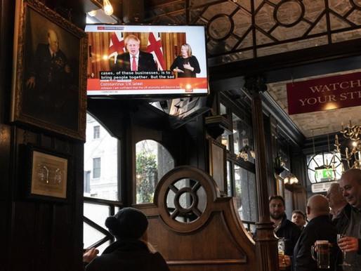 Ημέρα ελευθερίας για τους Βρετανούς- Ξεσαλώνουν στα μπαρ και άρχισαν τα ταξίδια