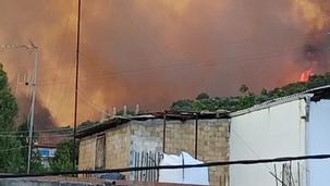 Δραματικές ώρες από τη μεγάλη φωτιά στην Αχαΐα:  Καίγεται το club Μεντιτερανέ στο Λαμπίρι (ΒΙΝΤΕΟ)