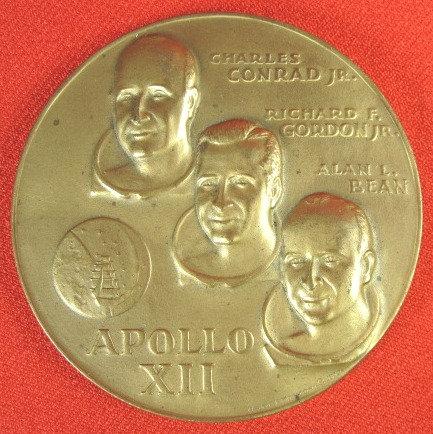"""RARE 1970 """"APOLLO XII"""" COMMEMORATIVE BRONZE COIN"""