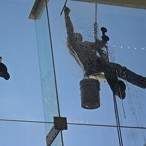 limpieza-de-vidrios-en-altura-169561.jpg