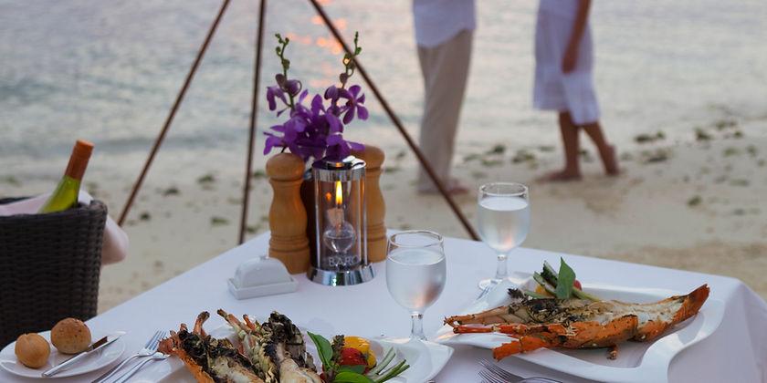 baros-maldives_humlebm_dining_overview.j