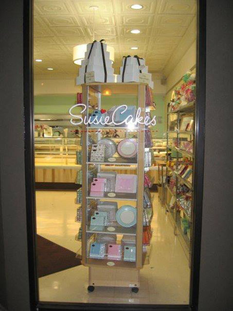 VInylGraphics Susies Cakes on Door.jpg