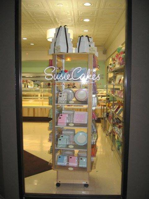 VInylGraphics Susies Cakes on Door.jpg