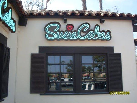SusieCakes - Neon Sign - Manhattan Beach
