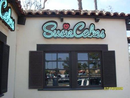 SusieCakes - Neon Sign - Manhattan Beach