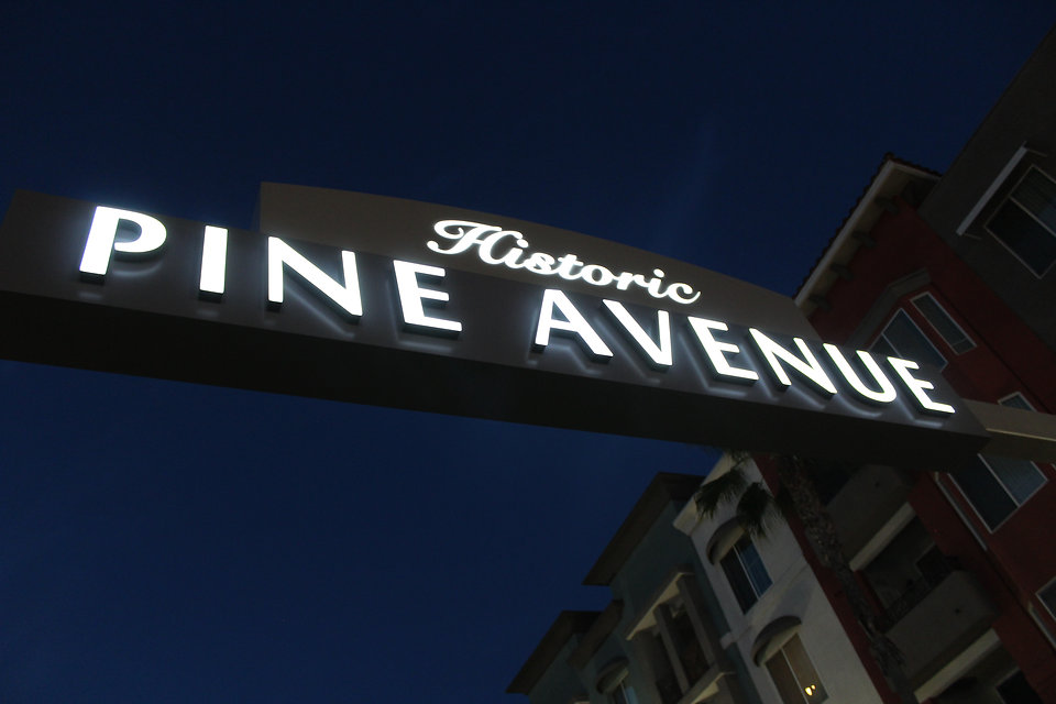 Pine Ave Long Beach - Night View DN Sign