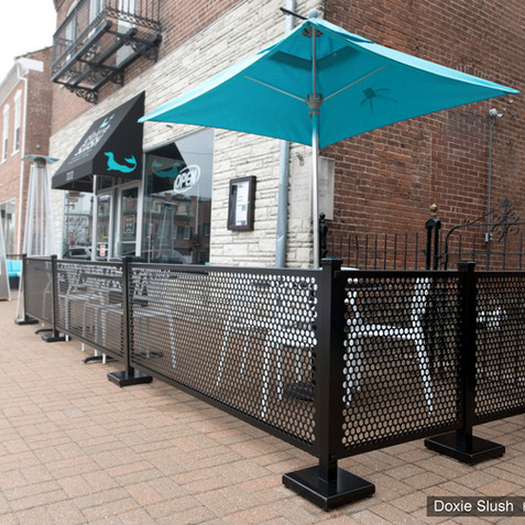 Doxie Slush's exterior dining space with SelectSpace Partitions fencing. Aluminum temporary partitions are durable and easy to use.