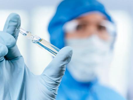 Llegan a Colombia vacunas de Sinovac y AstraZeneca, y Gobierno confirma el arribo de Moderna