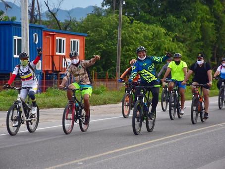 A pedal, los samarios disfrutaron la ruta por La Paz