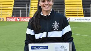 feministas se pronuncian sobre caso de futbolista premiada con juego de ollas