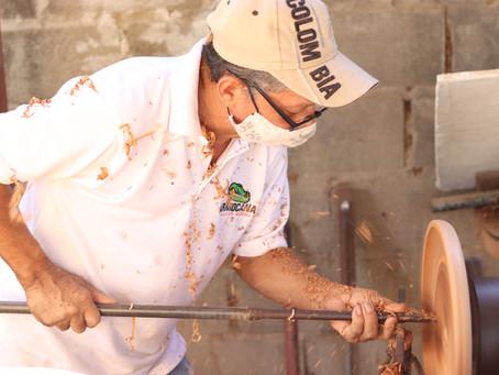 El arte de tornear las artesanías de Galapa, en el taller de Jaime de la Cruz