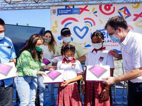 Sucre firma pacto por la transformación y conectividad digital