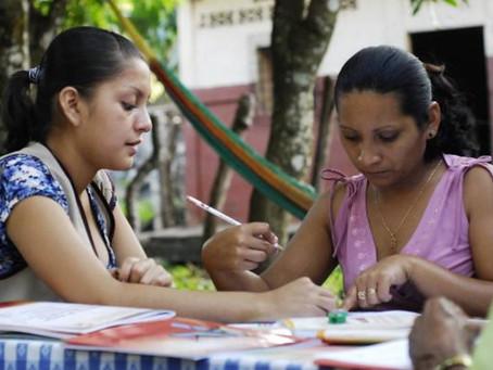 Mil sucreños inician proceso de alfabetización