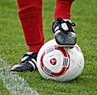 Klampen auf Fußball-Spielball