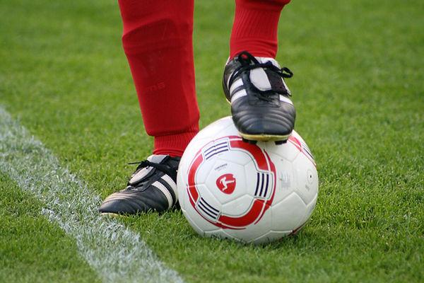 Scarpe chiodate su Soccer Ball