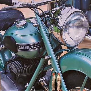 TWINS 1952