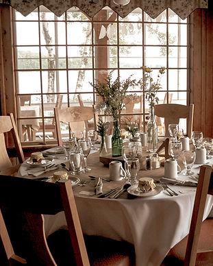 Salle-à-manger-du-Grand-Camps-du-Club-Ch