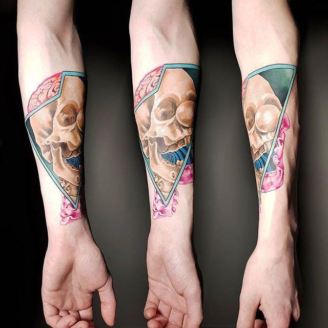 Tattoo Bar_Brno _Artist_ _ksenia_vaykhel_Lidicka 73_Pro objednání pište nám na fb nebo na info_tattoobar.jpg