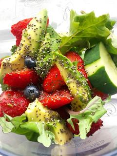 cucumber chia strawberry smoothie.jpg