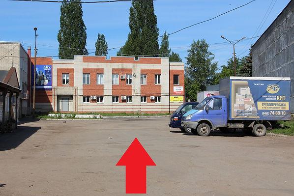 - Двигаемся прямо по территории базы до административного здания..