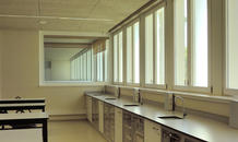 The new laboratories, facing east and furnished with the equipment typified by Parque Escolar.  (photo: Laura Castro Caldas and Paulo Cintra)