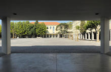 View of the patio from the new covered entrance. (photo: Laura Castro Caldas e Paulo Cintra)