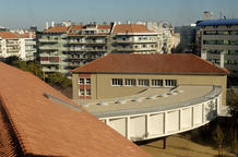 View of the restored original buildings' roofs, of the new library and of the city, from the tower. (photo: Laura Castro Caldas and Paulo Cintra)