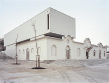 The urban role of the old slaughterhouse, disabled for decades, was regained as the main entrance of the Carnival Arts Centre. (photo: Paulo Catrica)
