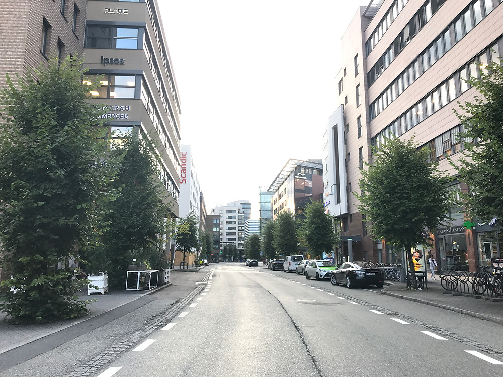 Bilde av tom gate ved Skøyen Sentrum
