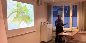 Kjerstin presenterer prosjektet for Ullern bydel