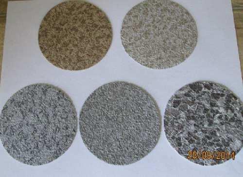 La membrane de vinyle est disponible dans des coloris et des motifs variés.