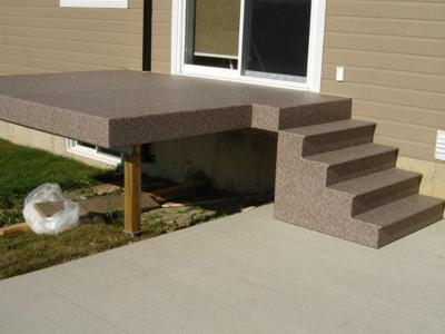 Les surfaces extérieures en membrane de Decking offrent un coup d'œil impeccable et rehaussent la valeur de votre propriété.