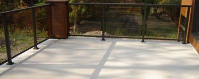 Terrasse en Decking fait pour durer, entretien facile.