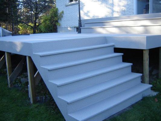 Un escalier durable, résistant et dont l'apparence suscite les meilleurs commentaires de la part de vos visiteurs.