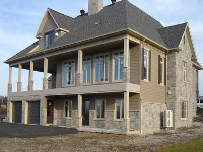 Une fois terminée, la maison offre des surfaces extérieures esthétiques, faciles d'entretien et durable.