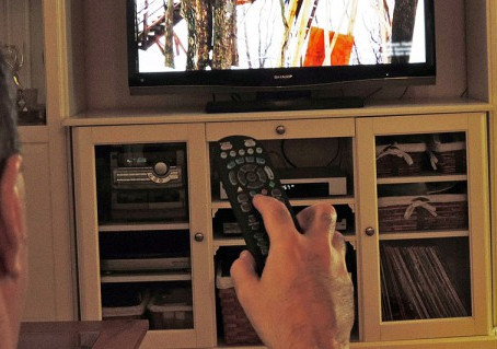 Watching too much TV may increase risk of Early Death in Adults: Says American Heart Association