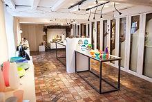 boutique-galerie exposant 70 créateurs métiers d'art à Pont-Scorff