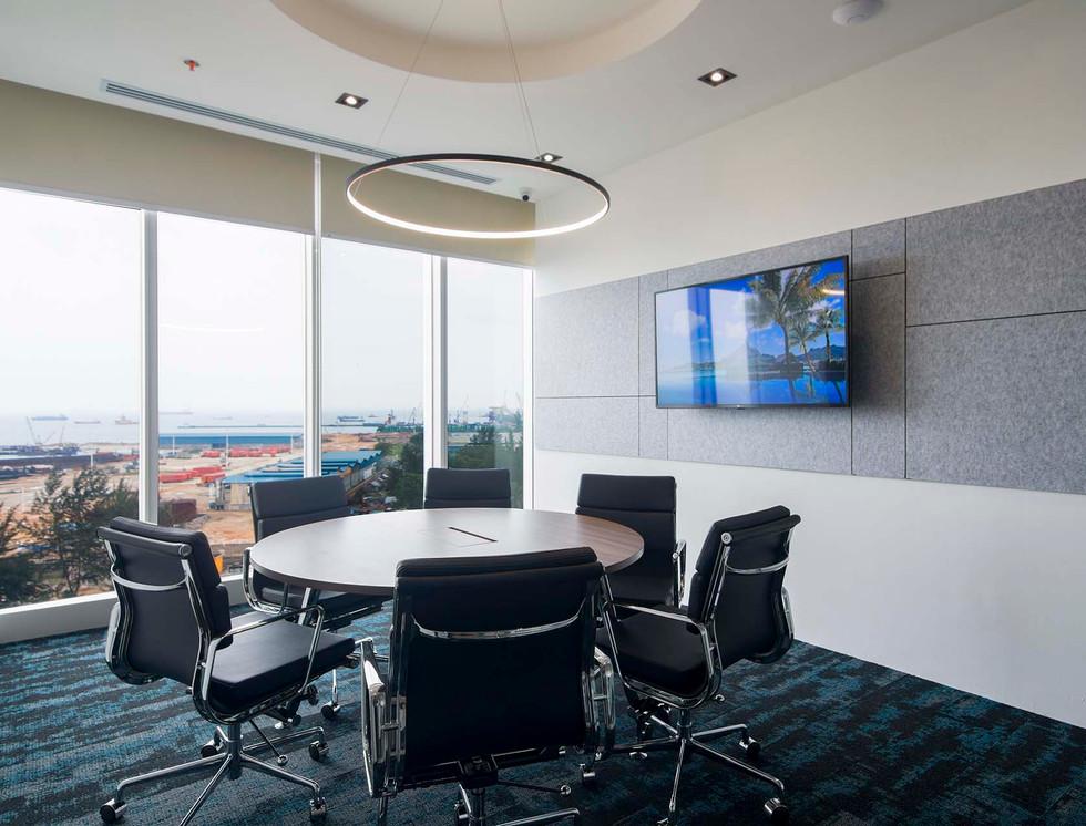 05. FOH 5 Pax Meeting Room.jpg