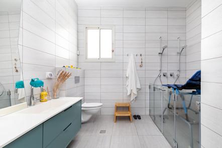 מקלחת מעוצב ומונגשת