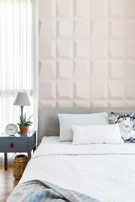 קיר חדר שינה מעוצב