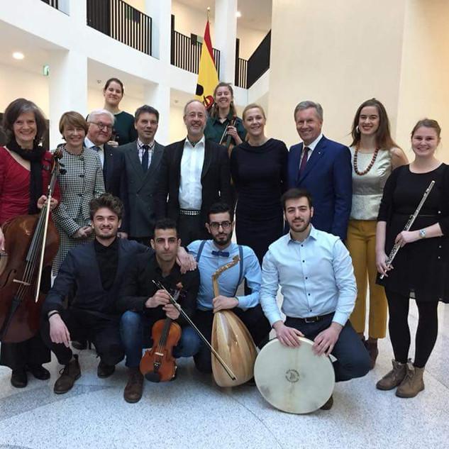 """Gruppenbild """"Begegnungschor"""" feat. Lydia Schulz und den Familien Wulf und Steinmeier"""