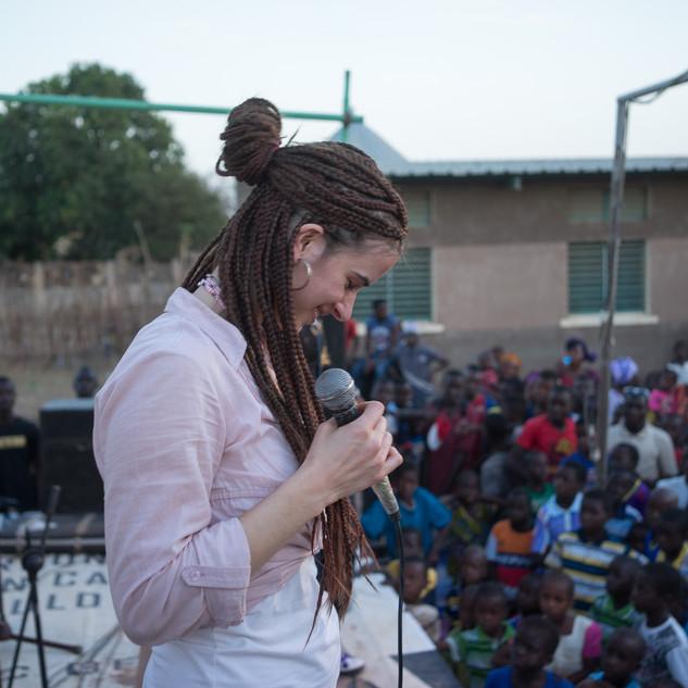 Lydia Schulz Portrait bei Live Konzert im Senegal