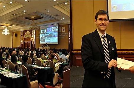 AMS Presents Scholarship in memorial of Dr. Chusak Vejbeasya to ThaiBMI