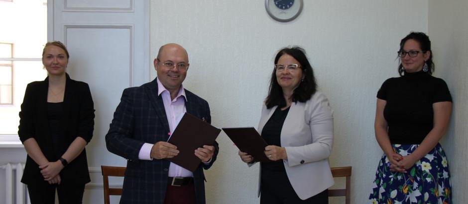 Latvijas Aviācijas asociācija un Satiksmes ministrija apņemas kopīgi izstrādāt aviācijas stratēģiju.