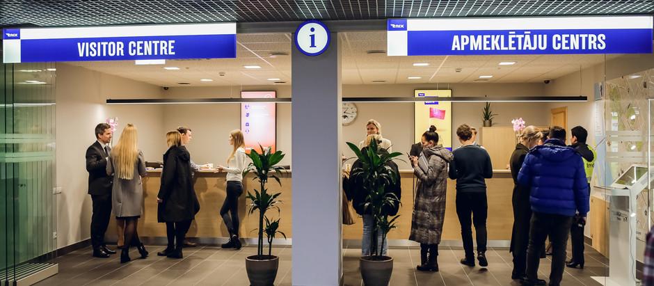 """Lidostā """"Rīga"""" atklāj atvērtā koncepta Apmeklētāju centru"""
