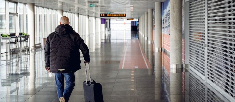 """Lidostā """"Rīga"""" apkalpoto pasažieru skaits oktobrī samazinājies par gandrīz 90%"""